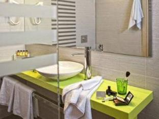 Novus City Hotel Athens - Bathroom
