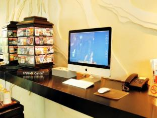 Oakwood Apartments Trilliant Sukhumvit 18 Bangkok - Internet Corner at Lobby