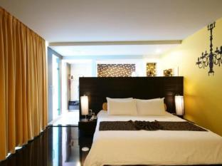 Tsix5 Hotel Pattaya - Deluxe Balcony