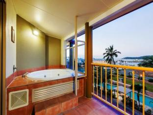 At Boathaven Spa Resort Whitsunday Islands - Bayside Balcony Spa Suite
