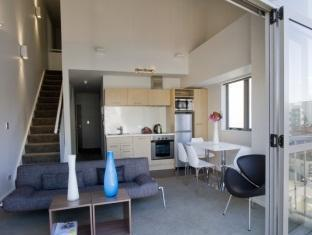 Bianco off Queen - Serviced Apartments Auckland - 2 Bedroom Duplex - Living Area