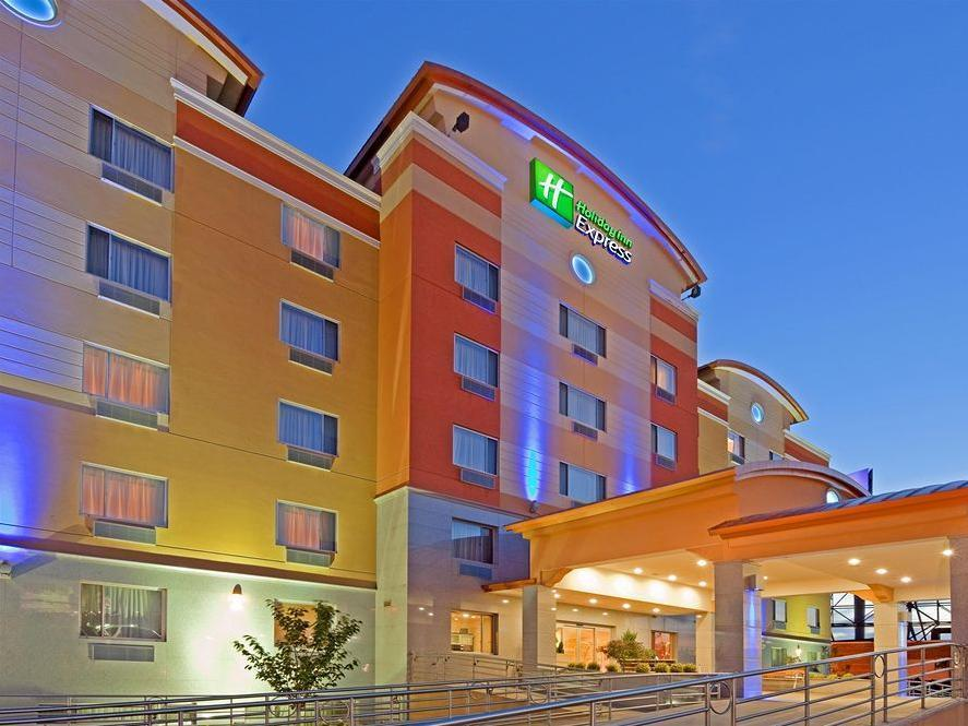 Holiday Inn Express Maspeth Hotel