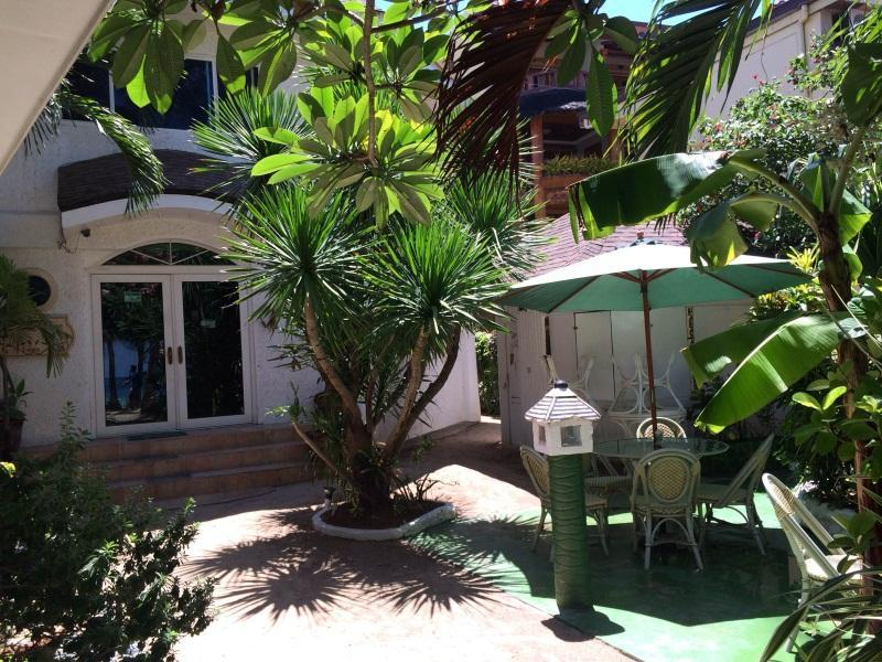 Hotell La Reserve Beach Hotel Inc