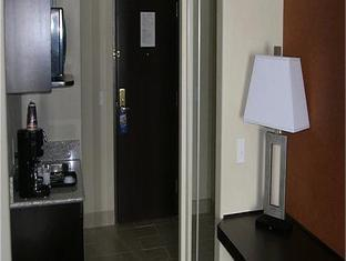 Holiday Inn Express Hotel & Suites Airport Calgary Calgary (AB) - Suite Room