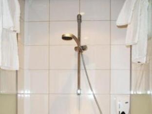 B&N Hotel Valkenswaard - Bathroom