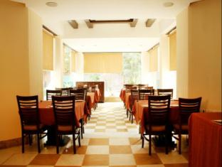 Hotel Clark Greens - Airport Hotel & Spa Resorts New Delhi and NCR - Coffee Shop/Cafe