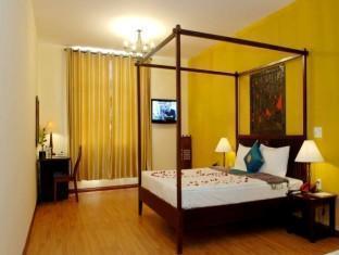 Gold Coast Hotel - Room type photo