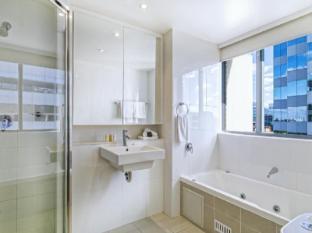 Meriton Serviced Apartments Parramatta Sydney - Bathroom