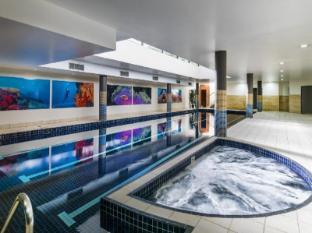 Meriton Serviced Apartments Parramatta Sydney - Pool
