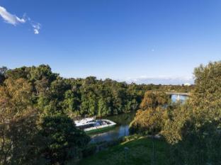 Meriton Serviced Apartments Parramatta Sydney - Surroundings - Parramatta River