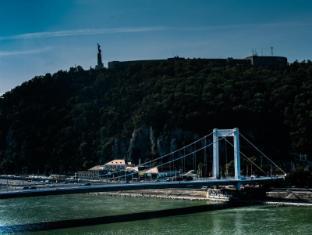 Budapest Marriott Hotel Budapest - Elisabeth Bridge View