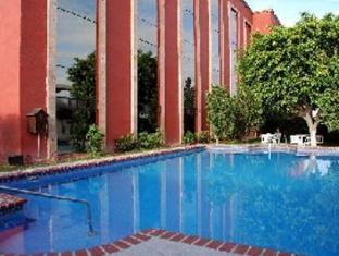 โรงแรมคาซากรานเดแอโรปูเอโตแอนด์เซนโทร เด เนโกรซิส กวาดาลาฮารา - สระว่ายน้ำ