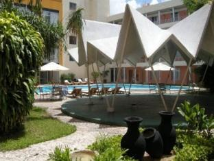 Hotel Maria del Carmen Merida - Swimming Pool Area