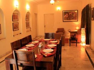 Pratap Bhawan Homestay Jaipur - Food, drink and entertainment
