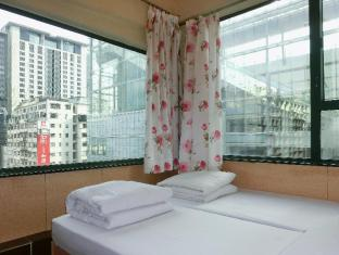 USA Hostel Hong Kong - Twin Room (Corner Room)