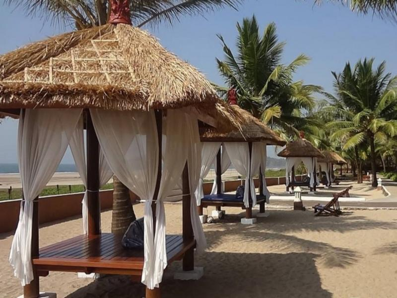 Blue Ocean Resort   Spa - Hotell och Boende i Indien i Ganpatipule