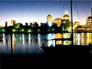 Paramount Motel Brisbane Brisbane - Kangaroo Point