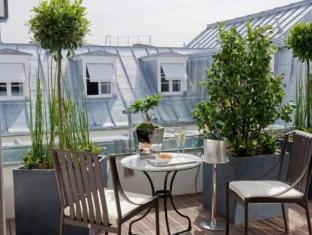 Le Burgundy Hotel Paris - Balcony/Terrace