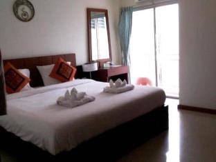Deva Patong Suites Hotel Phūketa - Istaba viesiem