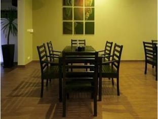 Blue Tongue Hotel Phnom Penh - Inside dining area
