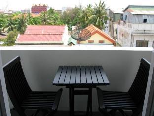 Blue Tongue Hotel Phnom Penh - Balcony/Terrace