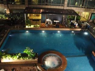 Country Inn & Suites By Carlson Sahibabad New Delhi and NCR - Swimming Pool