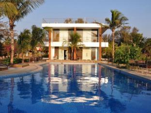 360° Beach Retreat North Goa - Swimming Pool