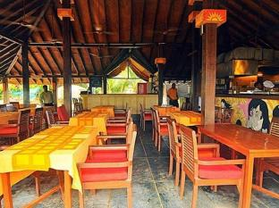 360° Beach Retreat North Goa - Sunny Side Up - Restaurant