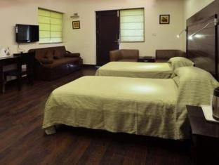 Chalet Hotel New Delhi and NCR - Super Deluxe Twinbed