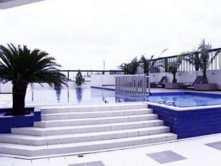 Twin Hotel Surabaya - Swimming Pool