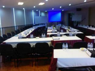 Twin Hotel Surabaya - Meeting Room