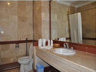 Puri Khatulistiwa Hotel Bandung - Bathroom