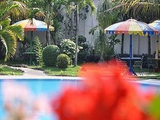 Puri Khatulistiwa Hotel Bandung - Garden