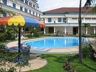 Puri Khatulistiwa Hotel Bandung - Swimming Pool