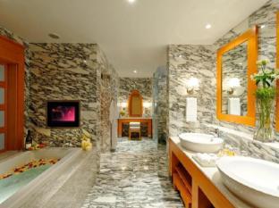 Resorts World Sentosa - Hotel Michael Singapore - Deluxe Suite Bathroom
