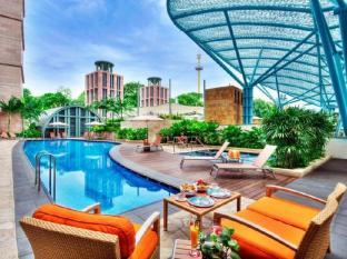 Resorts World Sentosa - Hotel Michael Singapore - Swimming Pool