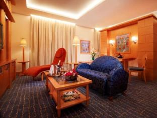 Resorts World Sentosa - Hotel Michael Singapore - Deluxe Suite Living Room