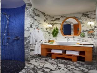 Resorts World Sentosa - Hotel Michael Singapore - Deluxe Room - Bathroom