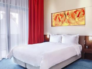 Resorts World Sentosa - Festive Hotel Singapore - Deluxe King