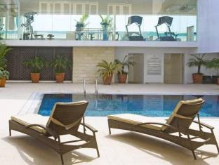 St Giles Hotel Manila - Swimming pool