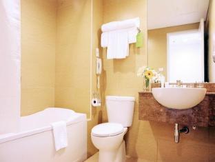 St Giles Makati - St Giles Classic Hotel Manila - Bathroom