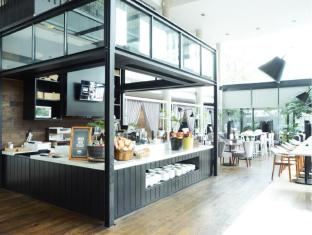 Morrissey Serviced Apartment Jakarta - Food, drink and entertainment