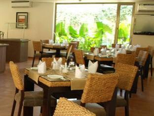 Sandalwood Hotel & Retreat North Goa - المطعم