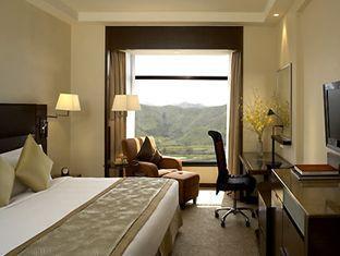 Shangri-la Hotel - Room type photo