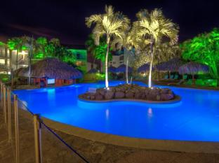 Hotel La Pagerie Les Trois Ilets - Swimming pool & Palm Bar @ night