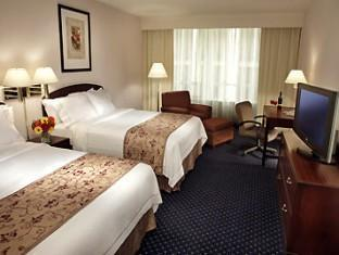 Courtyard By Marriott Downtown Toronto Hotel Toronto (ON) - Guestroom