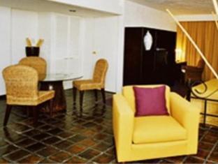 Ne Nueva Estancia Hotel Leon - Lobby