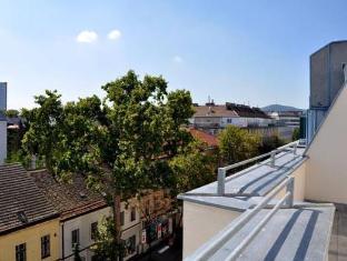 Ramada And Suite Vienna Hotel Vienna - Balcony/Terrace