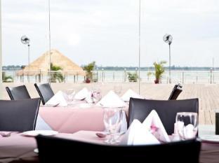 Hotel Cambodiana Phnom Penh - Mekong Garden Restaurant