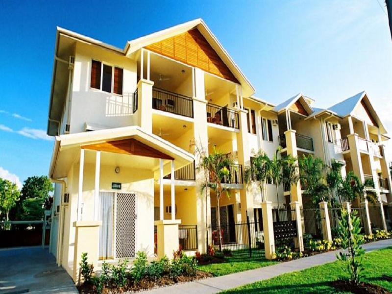 Bay Village Tropical Retreat & Apartments Cairns